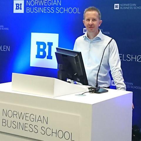 Rainer Müller vom ISL spricht auf der 31. NOFOMA-Konferenz in Oslo.